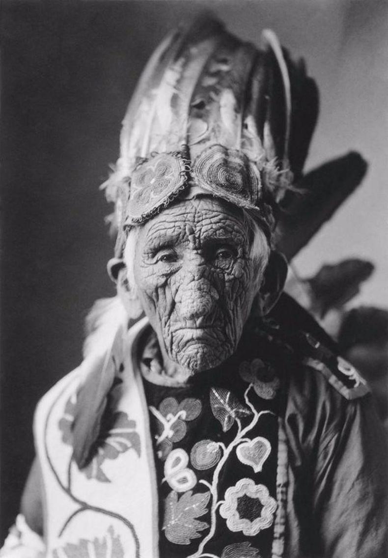 """""""Цагаан чоно"""" нэртэй энэхүү эр индианчууд дундаас хамгийн урт насалсан бөгөөд 127-тойдоо таалал төгссөн гэнэ"""
