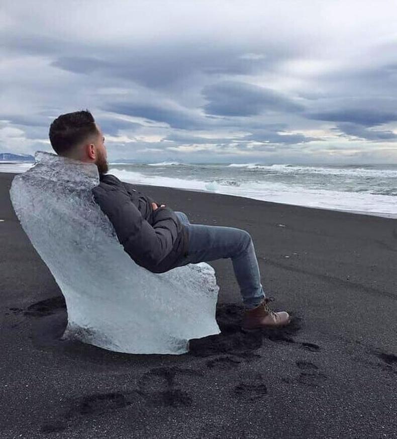 """""""Исландын эрэг дээр байгалийн мөсөн буйдан гарч ирсэн байв"""""""