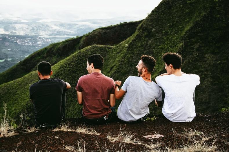 Найзуудтайгаа сайн харилцаатай байх нь эрчүүдийн эрүүл мэндэд сайнаар нөлөөлдөг