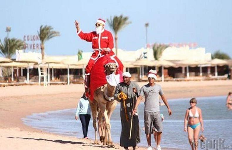 Тэмээ хөлөглөсөн Санта