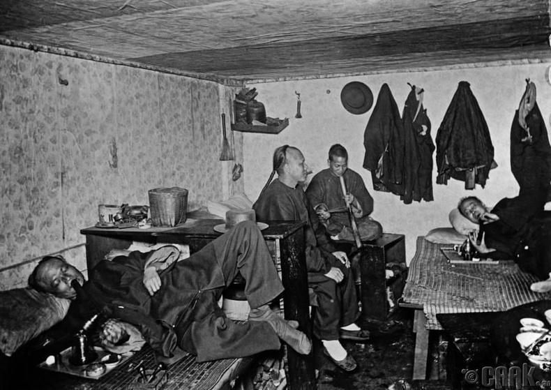 Сан-Францискогийн цагаач хятадууд мансуурч байгаа нь, 1890