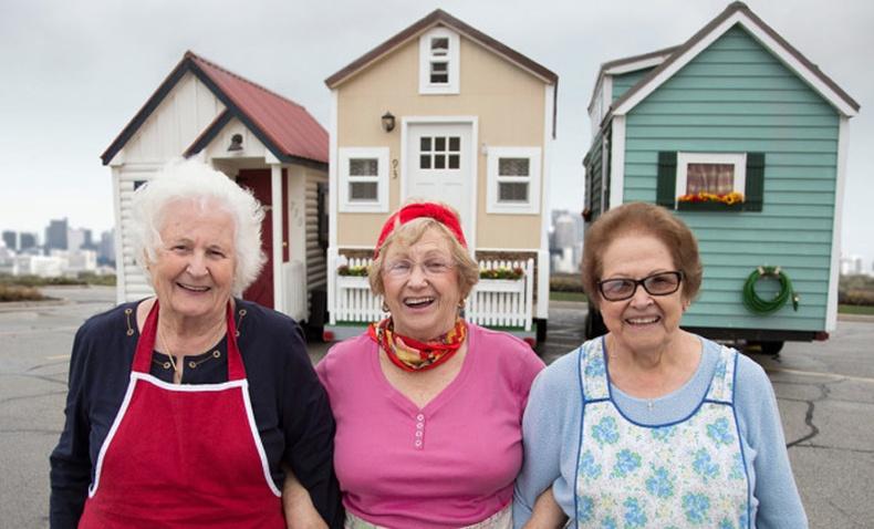 Өтөл насаа өөрийнхөөрөө өнгөрүүлж буй бүтээлч эмээ нарын гэгээлэг түүх