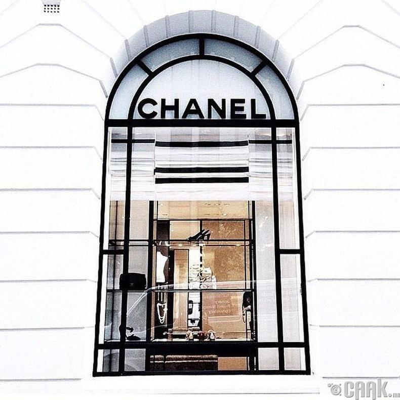 Дэлхийн II дайны үед Коко Шанель загварын ертөнцийг түр орхиж байсан