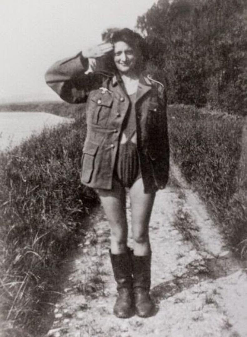 Харин холбоотнууд Францыг чөлөөлсний дараа нацистуудтай элдэв харилцаа үүсгэсэн эмэгтэйчүүдийг шийтгэжээ.