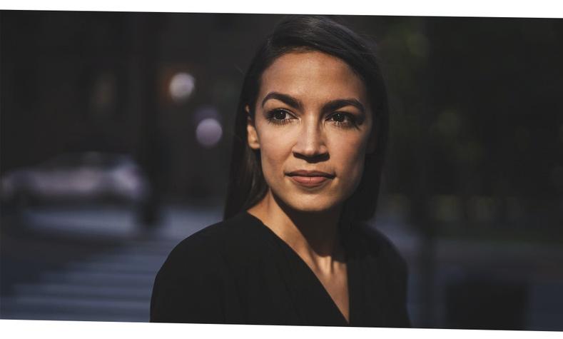 Улс төрийг илүү сонирхолтой болгосон конгрессын гишүүн эмэгтэй