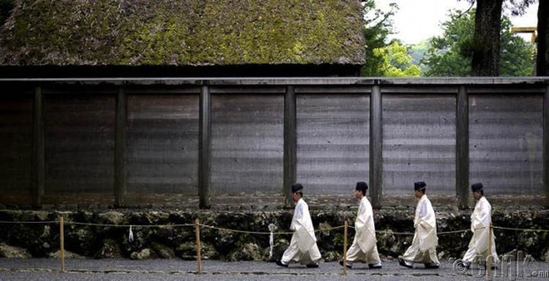 Изэ Гранд (Ise Grand)-ийн шүтээн, Япон -  Зөвхөн язгууртан, дээдэс очих боломжтой