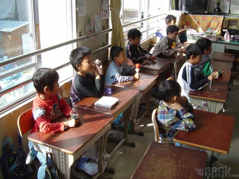 Япон хамгийн их эрэгтэй багштай орон