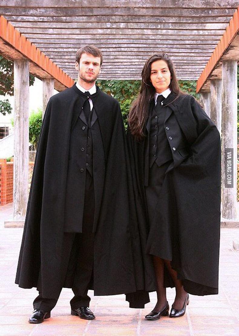 Португалийн оюутнуудын төгсөлтийн хувцас