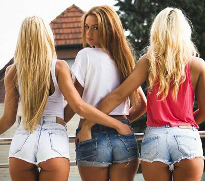 Богино шорттой халуухан охид