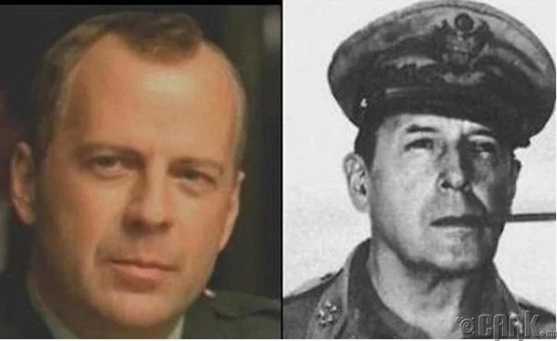 Жүжигчин Брюс Уиллис болон АНУ-ын генерал Дуглас Макартур (Bruce Willis, Douglas MacArthur)