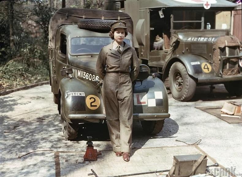 Дайны үеийн эмэгтэйчүүдийн туслах корпуст, 1945 он