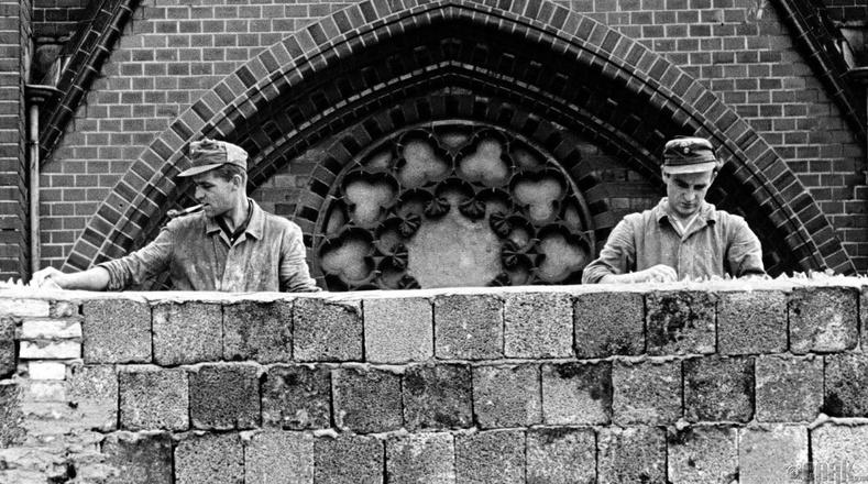 Берлиний ханыг барьж байгаа нь - 1961 оны 8-р сарын 22
