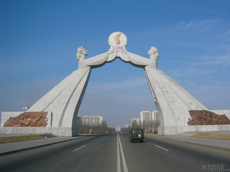 "Пхеньян хот руу орох хаалга  ""Arch of Reunification"""