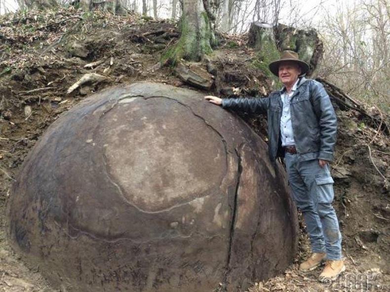 Босни дахь чулуун бөмбөлөг