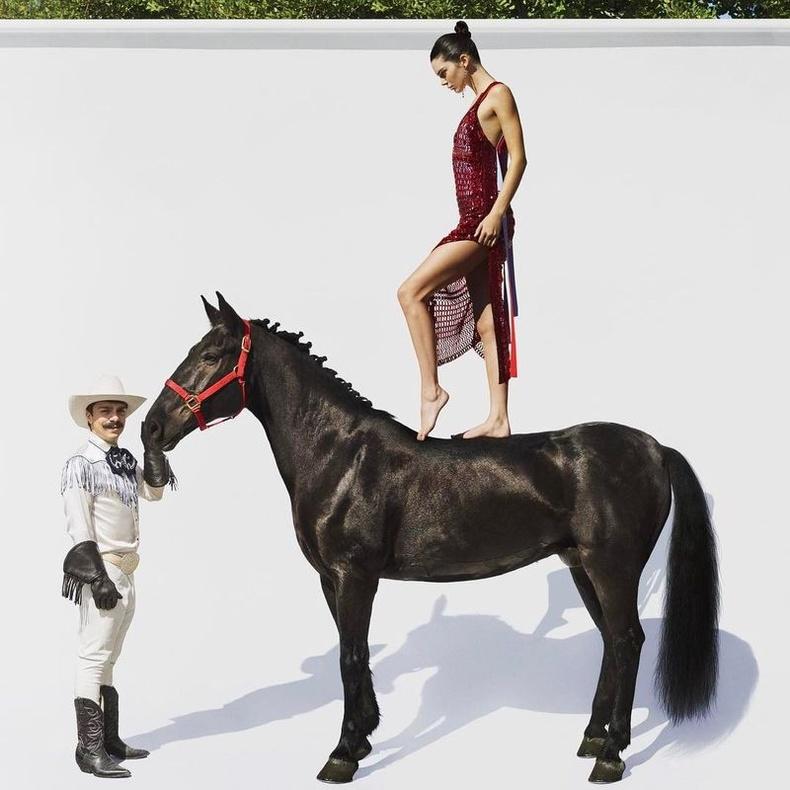 """""""Мөрөөдөл минь биелсэнд итгэж чадахгүй байна. Би өөрийн гэсэн морьтой болчихлоо шүү дээ..."""""""