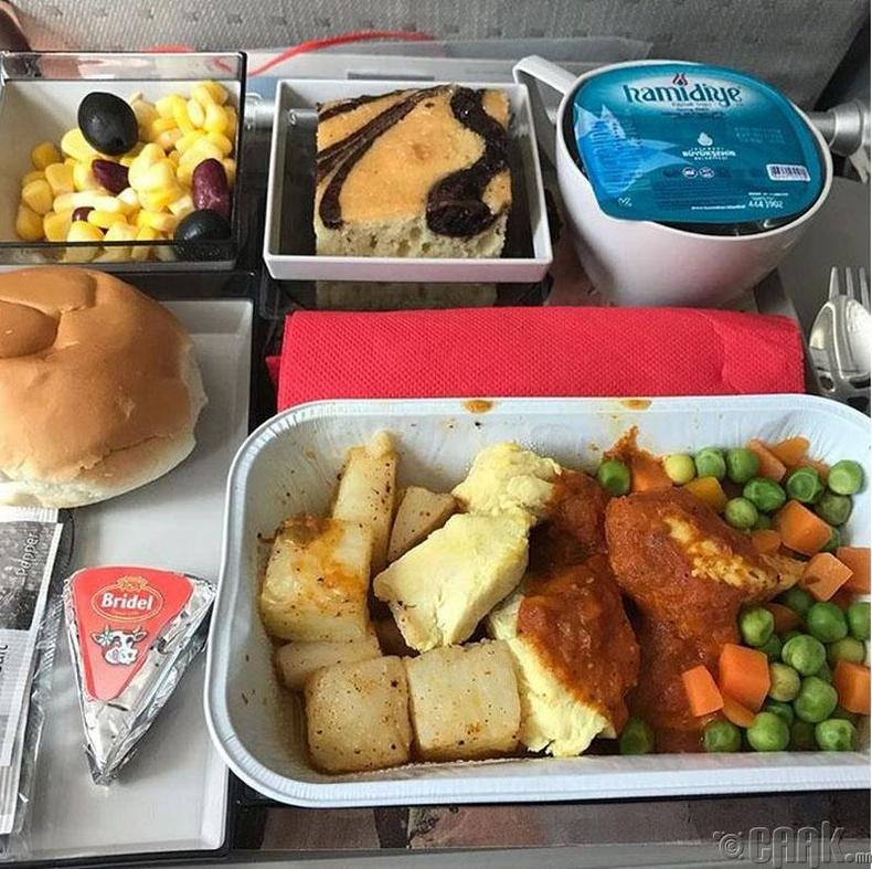 """Royal Jordanian Airlines"" - Томатоны соустай тахиа, төмс, ногооны салат, бялуу"