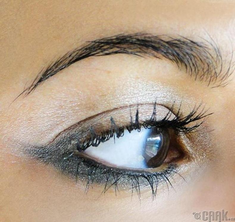 Нүднийхээ доод талыг будах