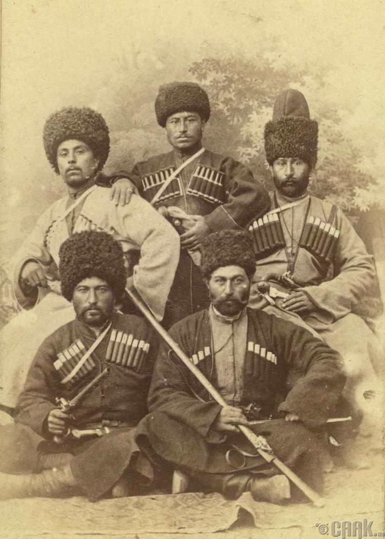 Чечень эрчүүд хуримын үеэр