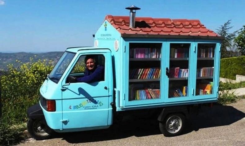 Сургуулийн багш ачааны машинаа хүүхдийн номын сан болгожээ.