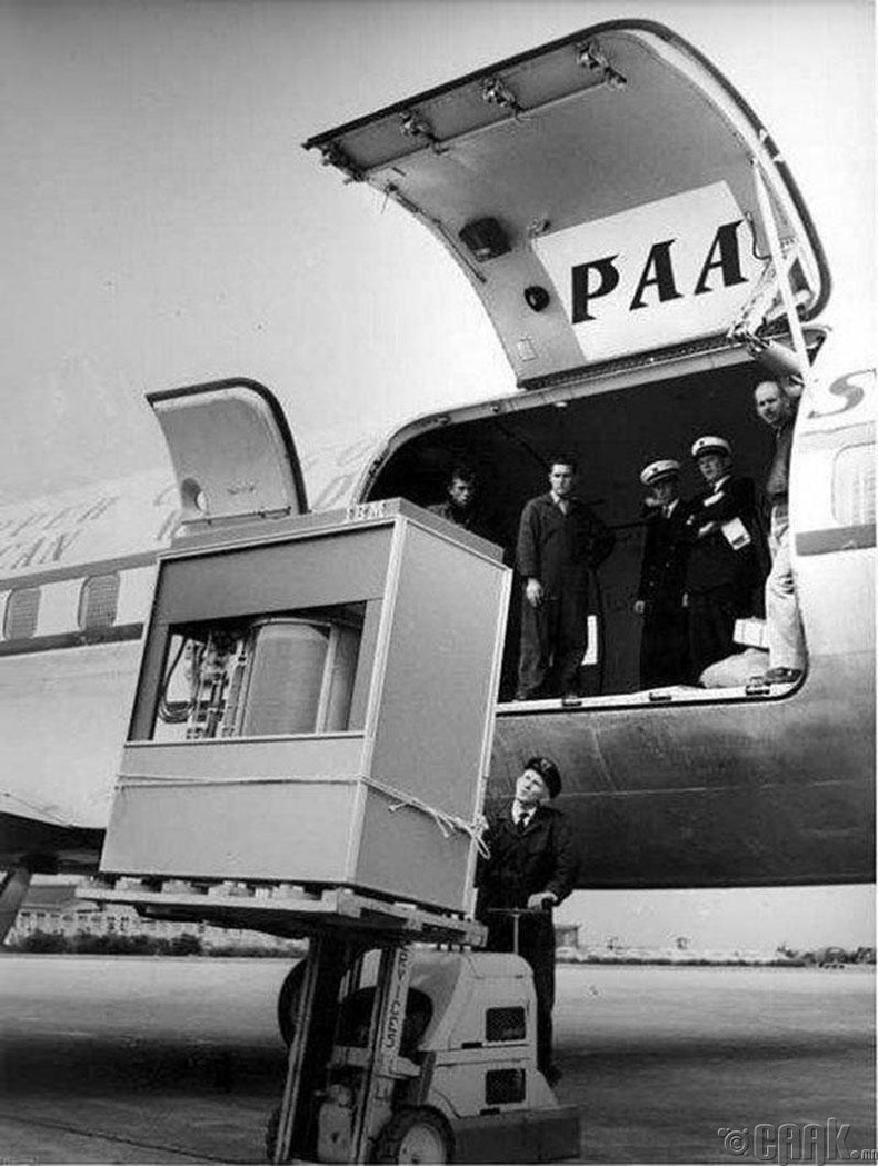 5 мегабайтын санах ойг тээвэрлэж байгаа нь - 1956 он