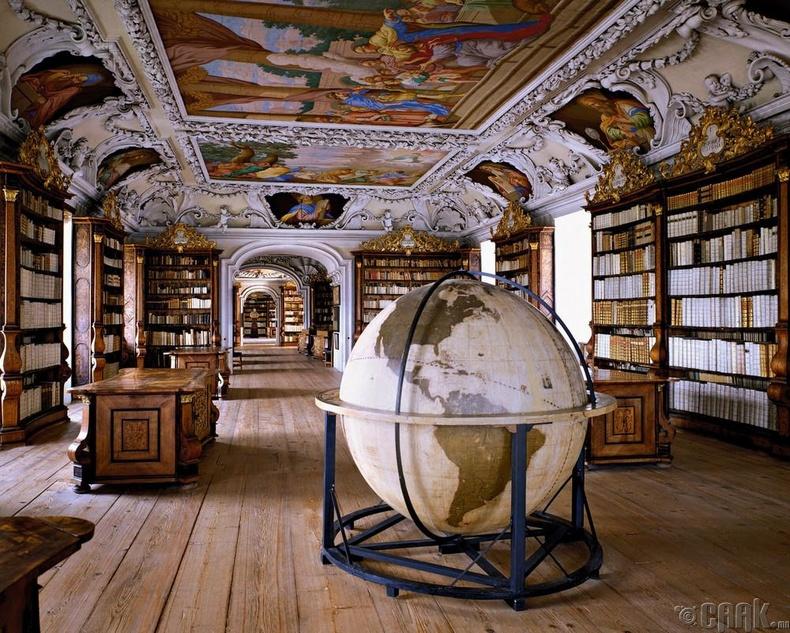 """Kremsmünster Abbey"" номын сан, Креммунстер, Австри."