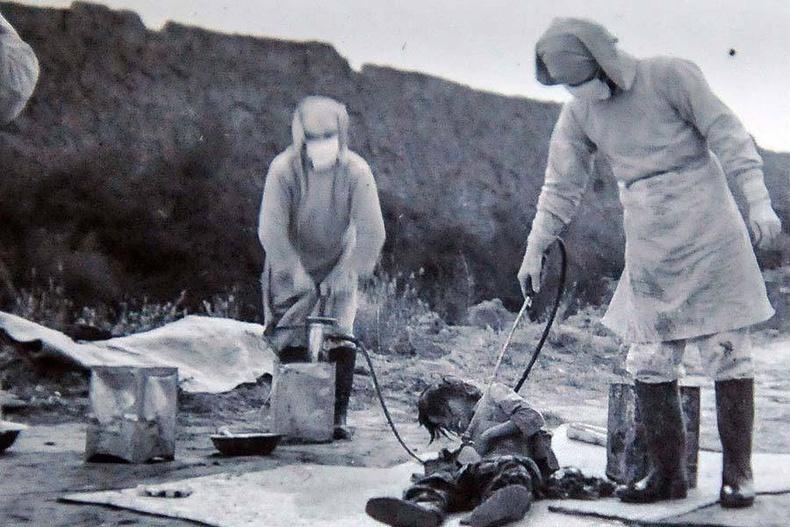 """Японы биологийн, химийн зэвсэг турших """"731-р отряд""""-ын цэргүүд хятад хүүхэд дээр туршилт хийж байгаа нь - 1940"""