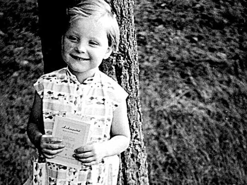 Ангела Меркелийн одой морь болон эрвээхийн талаар мөрөөдөж байсан үе
