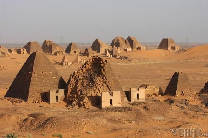 Пирамидыг барихад яагаад урт хугацаа зарцуулдаг вэ?