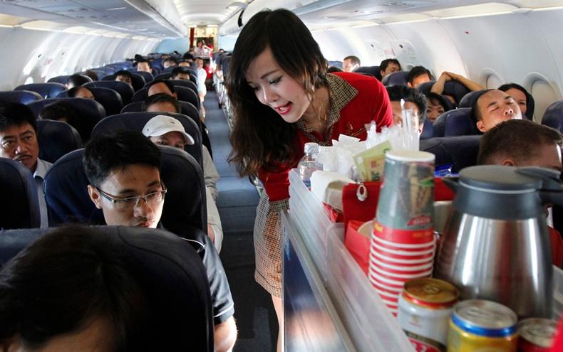 Онгоцны үйлчлэгчид биднээс юу нуудаг вэ?