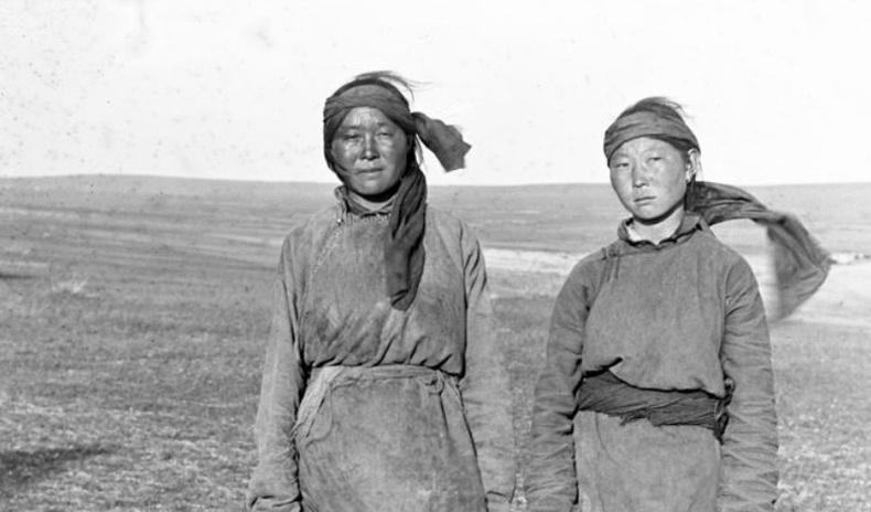100-аад жилийн өмнөх Монголчуудын төрх Америкийн зурагчин бүсгүйн дуранд...