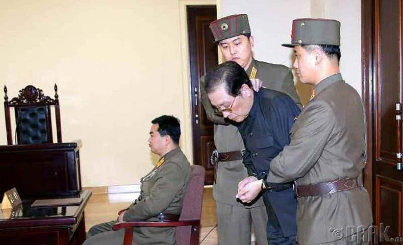 Ким Чен Ун нагац ахаа эхнэрийнх нь хамт хөнөөсөн