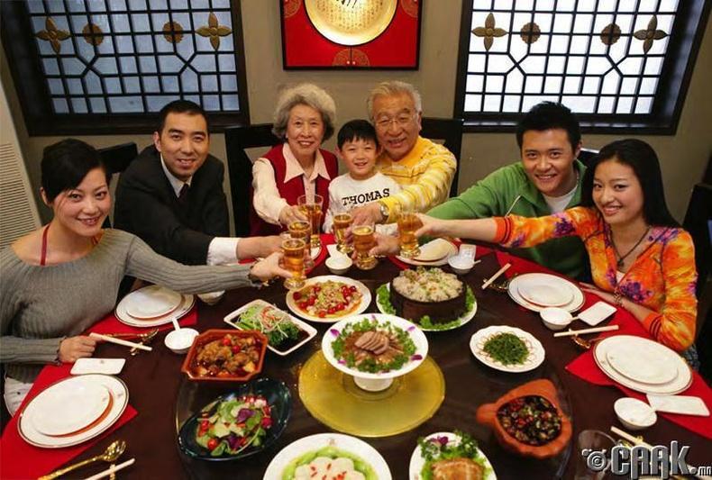 Хятадууд гэртээ зочид ховорхон урьдаг