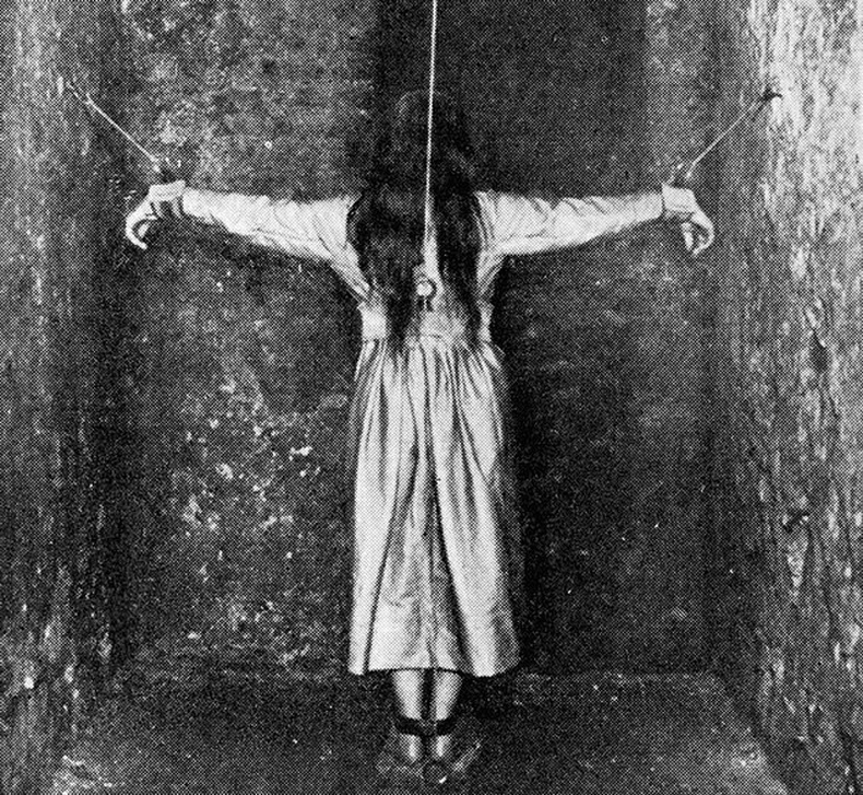 Сэтгэцийн өвчтэй эмэгтэйд эмчилгээ хийж байгаа нь - Герман, 1890