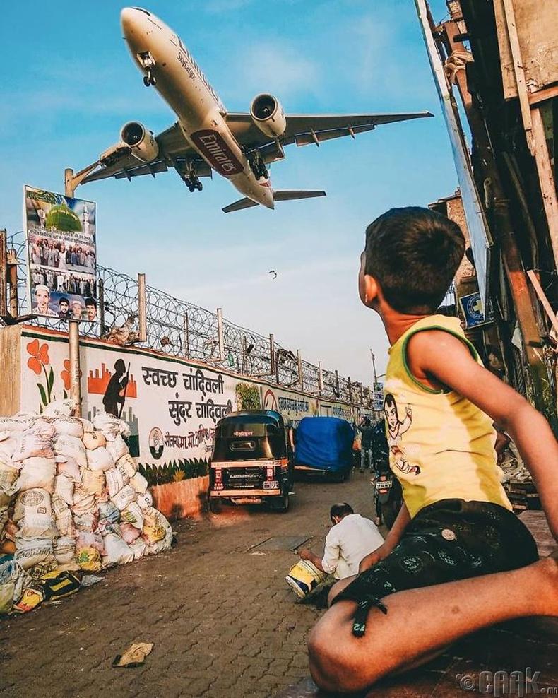 Онгоцны буудлын дэргэд - Гэрэл зурагчин Шивам (Shivam)