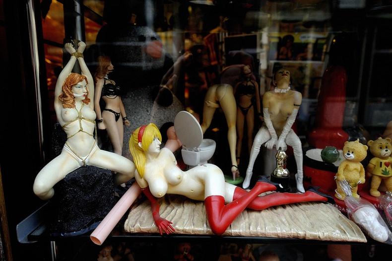 """Амстердамын """"Sex Shop""""-т зардаг хачирхалтай зүйлс"""