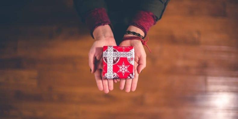 Бэлэг бэлэглэдэггүй