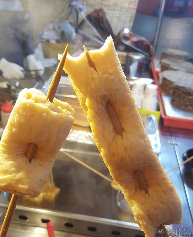 Гэхдээ саваан дээр хатгасан хоол бүрийг тосонд шараад байдаггүй. Загасны махыг ч мөн адил хатгаж идэж болно