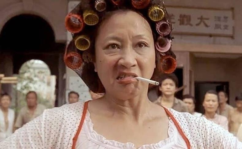 """Юэнь Циу - """"Кун-фу үймээн"""" киноны нийтийн байрны эзэн (2004)"""
