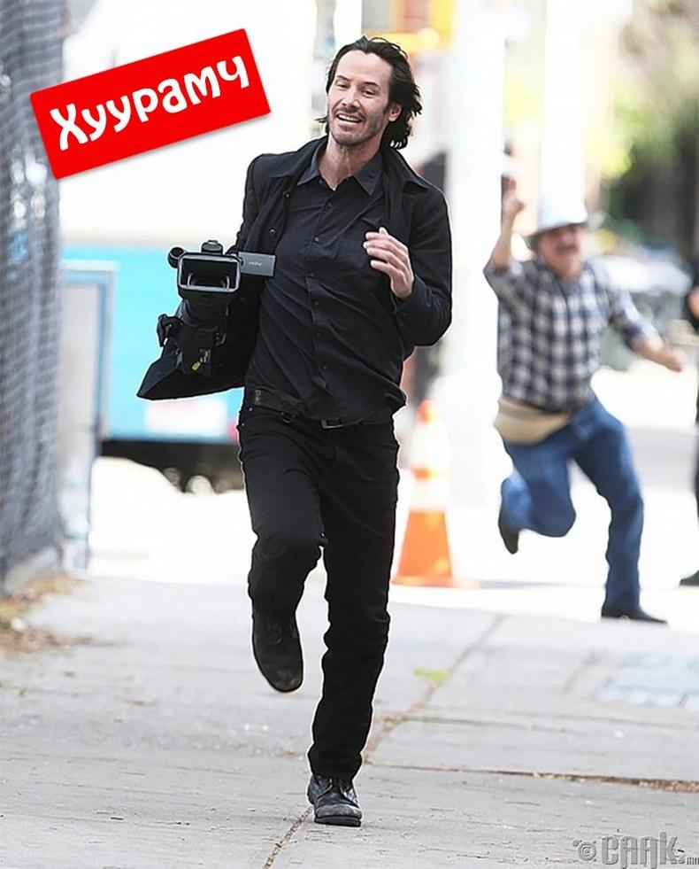 Папарациас зугтаж буй Киану Ривз (Keanu Reeves)