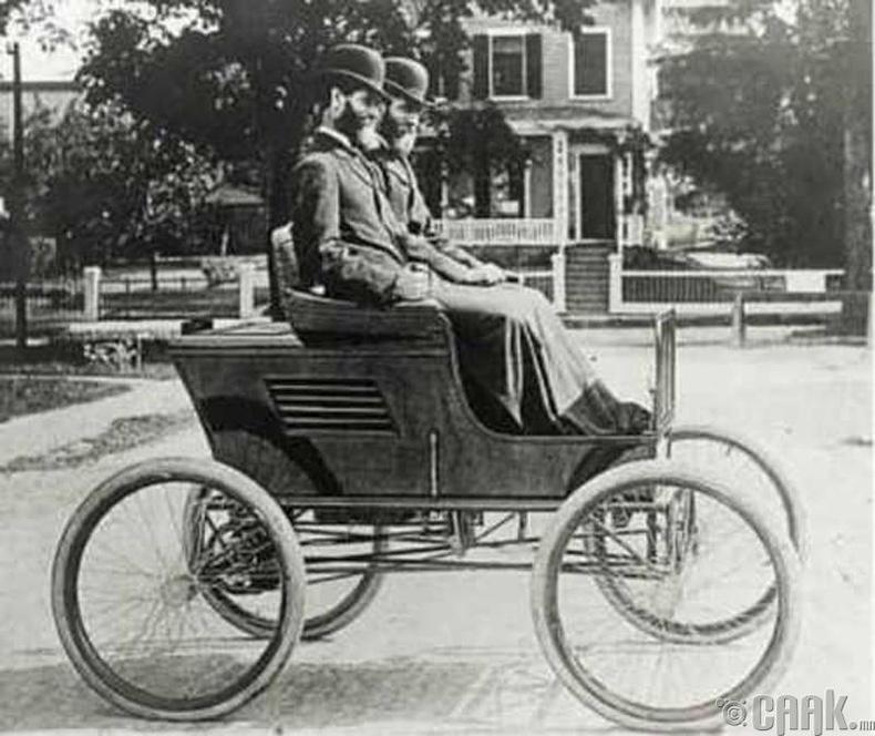 Францис Эдгар Стэнли - Ууран хөдөлгүүрт машин