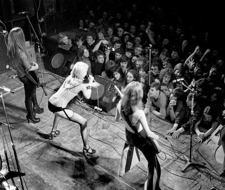 The Runaways-ийн тоглолт, 1976 он, Англи.