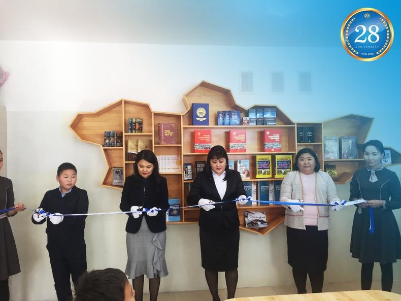 Худалдаа хөгжлийн банк нийслэлийн ерөнхий боловсролын 24 болон 9-р сургуулиудын номын санг тохижуулж өглөө