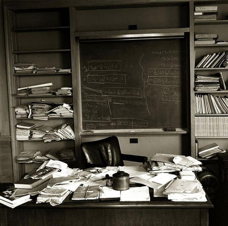 Альберт Эйнштейний ажлын өрөө түүний нас барсан өдөр
