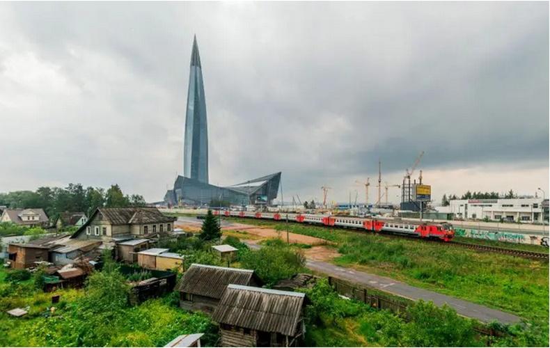Тосгон болон тэнгэр багандсан цамхаг - Санкт-Петербург