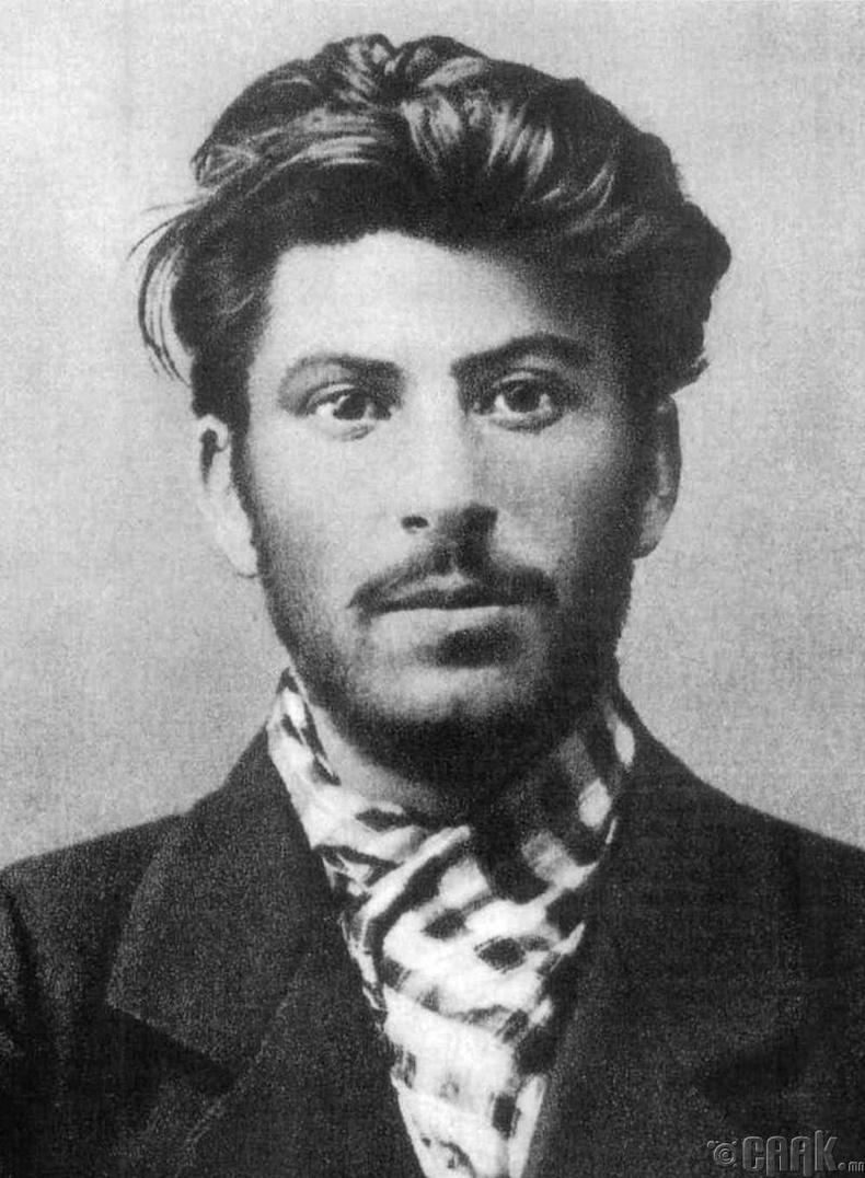 Сталин шүлэг бичих сонирхолтой байсан