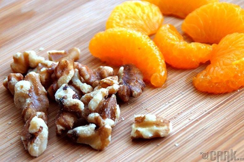 Хушги, мандарин болон үзэм