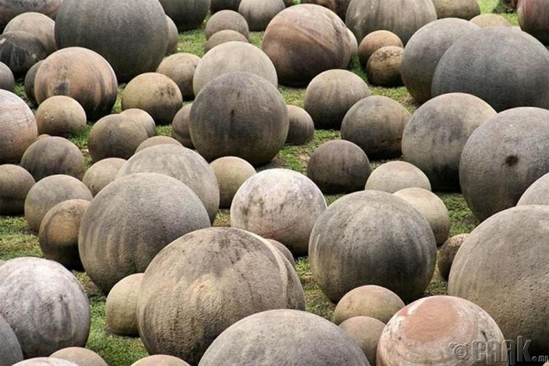 Коста Рикагийн аварго том чулуун бөмбөгнүүд