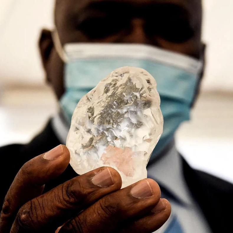 Энэ сарын эхээр Ботсван улсаас олдсон 1098 каратын алмааз