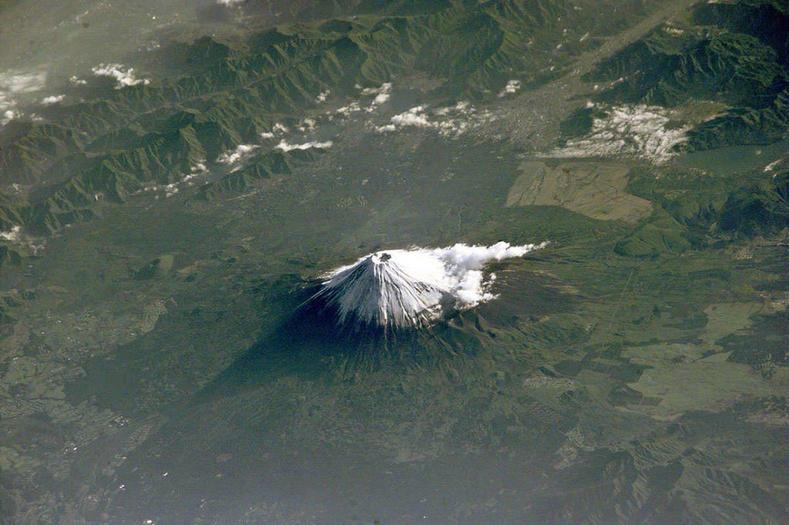 Олон улсын сансрын станцаас авсан Фүжи уулын зураг