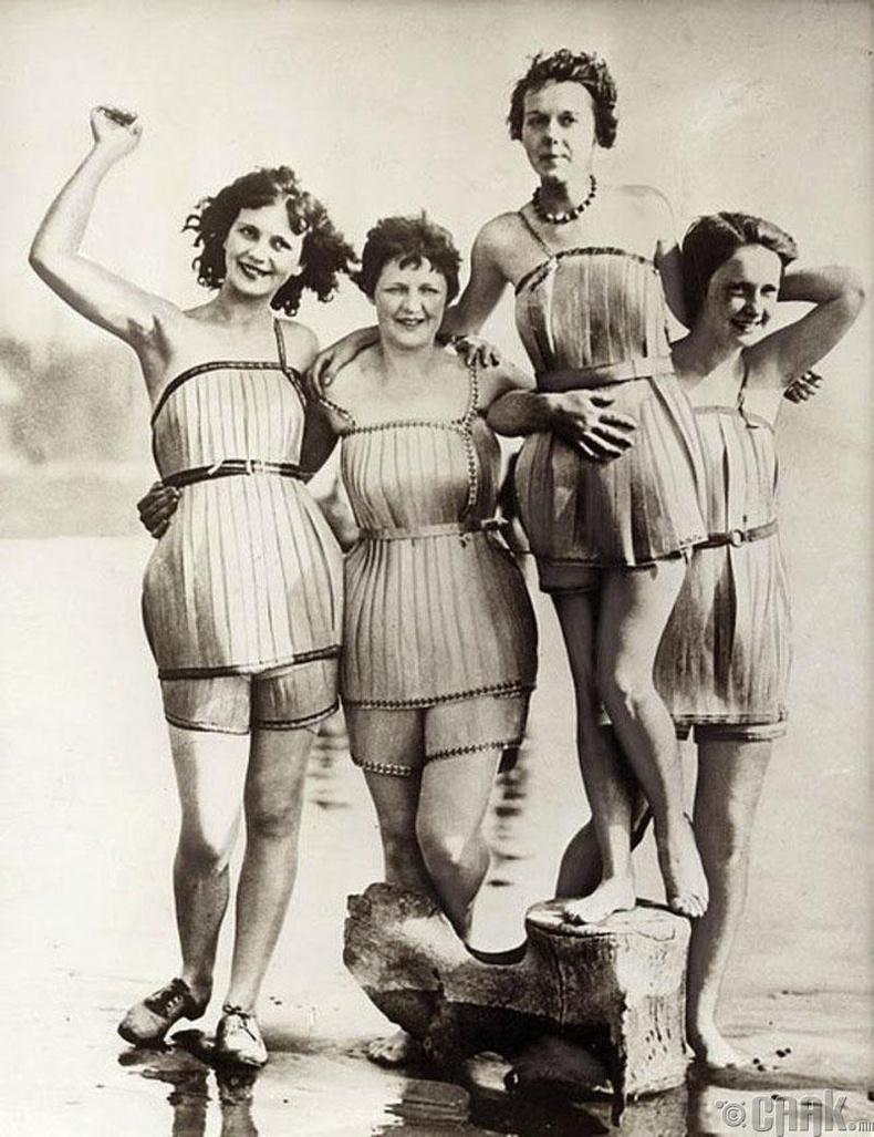 Модоор хийсэн усны хувцас - 1920-иод он